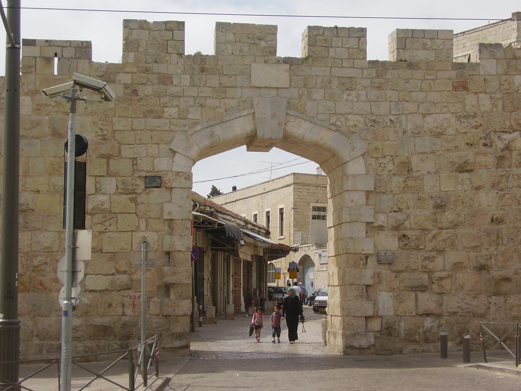 La 'Puerta Nueva' de la Ciudad Vieja es ahora accesible para personas con movilidad reducida
