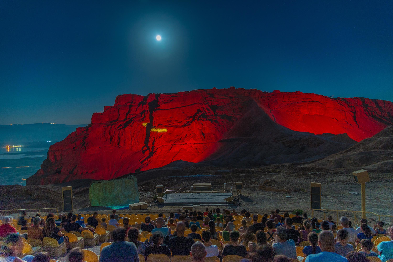 """Nuevo show nocturno en Masada: """"From Dusk to Dawn"""""""