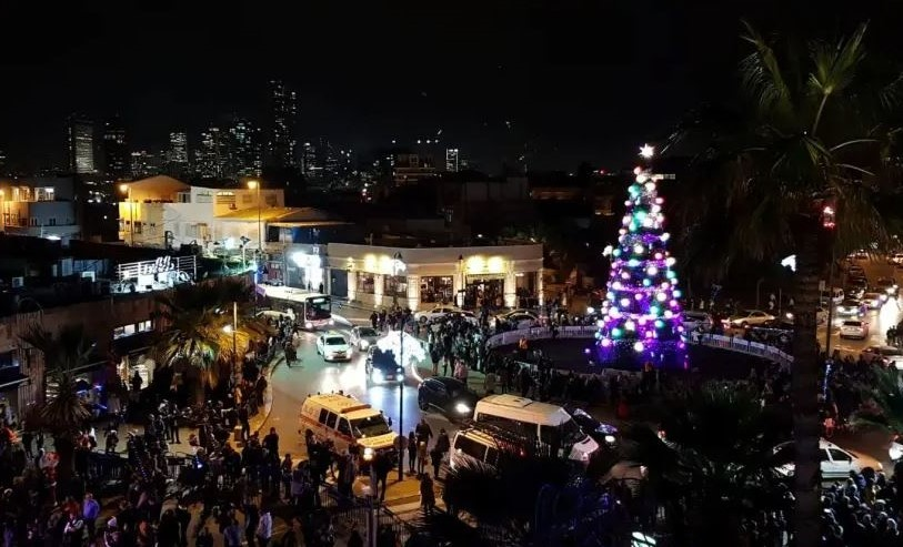 Tel Aviv ilumina sus calles para celebrar Janucá y  Navidad